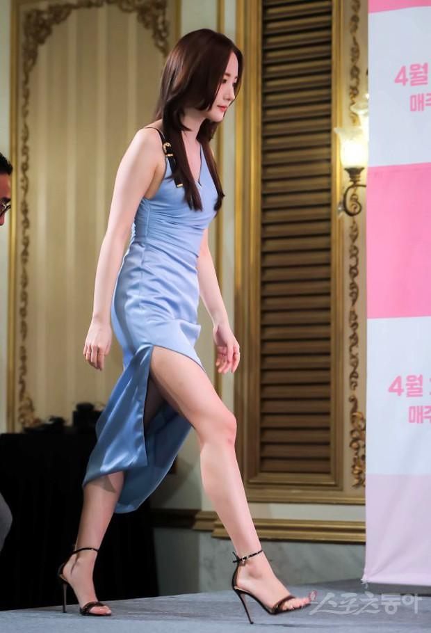 Nữ hoàng dao kéo Park Min Young đẹp ngất ngây, gây choáng khi diện váy xẻ tà khoe body siêu nuột tại sự kiện - Ảnh 2.