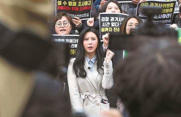 Không chịu nổi áp lực dư luận khi liên quan đến cái chết sao nữ Vườn Sao Băng, Lee Mi Sook chính thức rút khỏi phim mới - Ảnh 4.