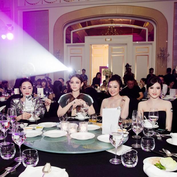"""Kelbin Lei, Tim Phạm và Huyền Baby đã mở ra """"kỷ nguyên mới"""" của chụp ảnh gia đình: Nếu không chất như đi Fashion show thì cũng đẹp như bìa tạp chí - Ảnh 3."""