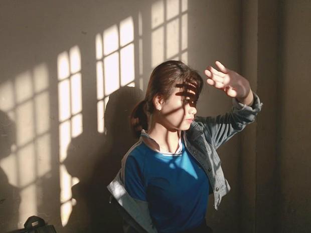 Đỉnh cao sống ảo của học sinh: Chỉ cần nắng chiếu qua cửa sổ cũng biến lớp học thành studio với loạt ảnh chất lừ - Ảnh 3.