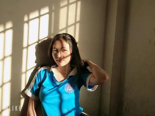 Đỉnh cao sống ảo của học sinh: Chỉ cần nắng chiếu qua cửa sổ cũng biến lớp học thành studio với loạt ảnh chất lừ - Ảnh 8.