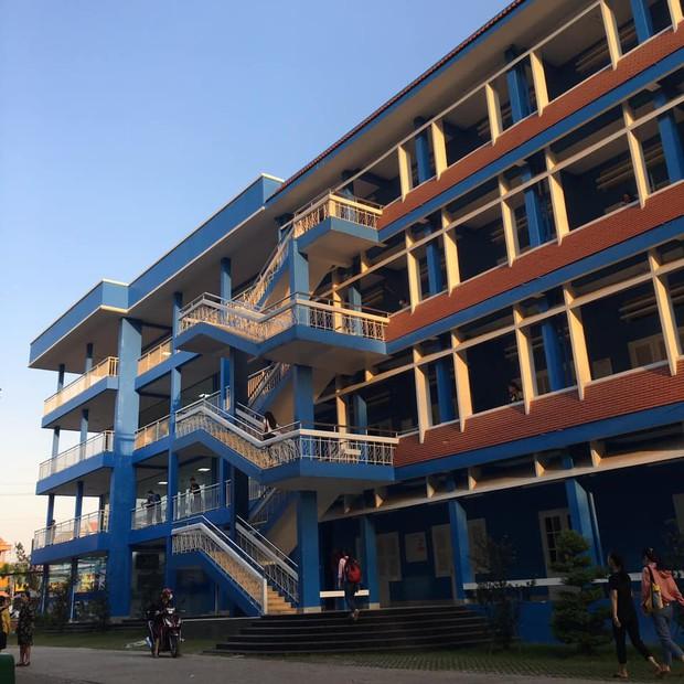 Trường Đại học với màu xanh siêu đẹp mắt, khung cảnh thơ mộng như trong truyện tranh Nhật Bản - Ảnh 7.