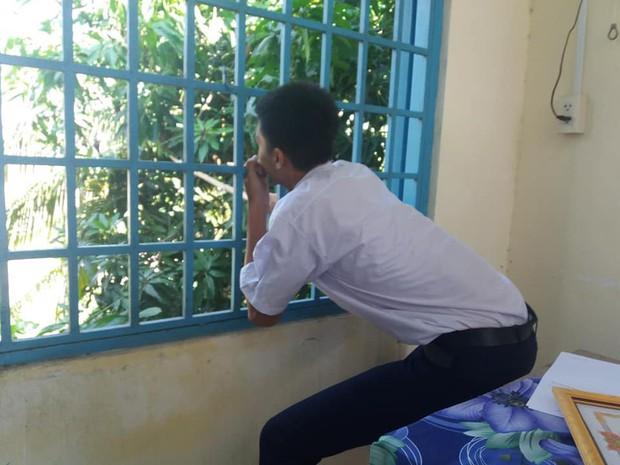 Phì cười trước loạt ảnh trèo cửa sổ trộm xoài của hội học sinh: Ai cũng có một thời thanh xuân tinh nghịch như vậy - Ảnh 2.