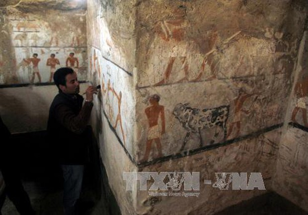 Ai Cập phát hiện lăng mộ Pharaoh gần quần thể kim tự tháp Giza - Ảnh 1.