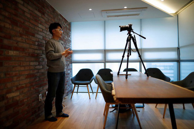 Căng thẳng, kiệt sức, người trẻ Hàn Quốc đang chuyển sang làm YouTuber thay vì văn phòng lương cao tại Samsung - Ảnh 1.