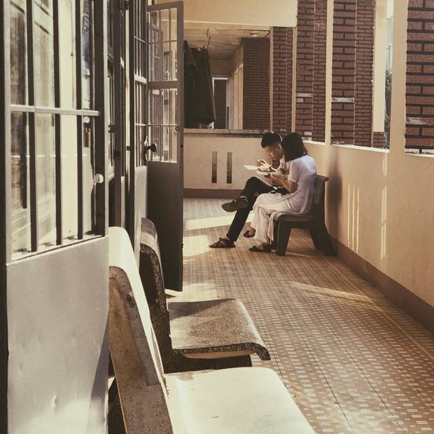 Dầm mưa mua bữa sáng cho người thương, theo đuổi tới cùng 1 người không thích mình: Chuyện những kẻ dành hết năm 17 tuổi cho tình yêu học trò - Ảnh 4.
