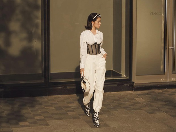 Châu Bùi đi ăn sương sương mà diện street style như dự yến tiệc, Khánh Linh cắt tóc ngắn trông giống... Đào Bá Lộc - Ảnh 9.