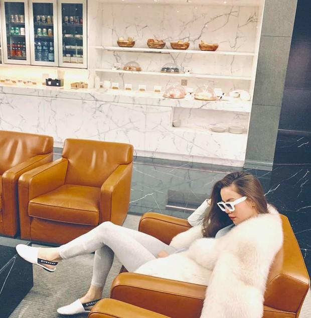 Châu Bùi đi ăn sương sương mà diện street style như dự yến tiệc, Khánh Linh cắt tóc ngắn trông giống... Đào Bá Lộc - Ảnh 10.