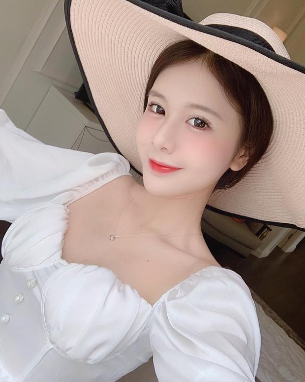 Xem hình selfie quen rồi, girl xinh bị đồn yêu thiếu gia Phan Hoàng bỗng là lạ trong ảnh bị tag - Ảnh 2.