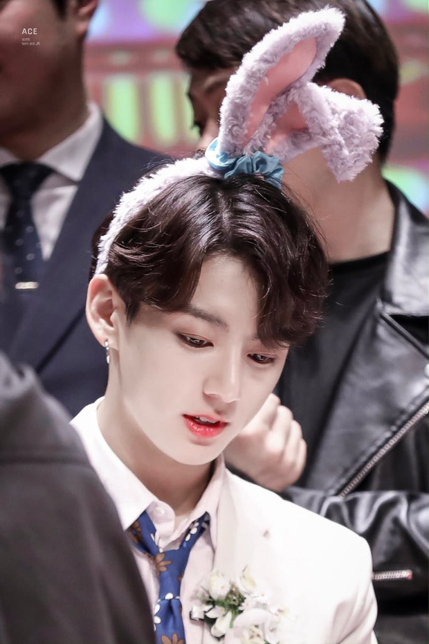 Nam thần Kpop khiến hậu cung toàn cầu dậy sóng mỗi lần hất tóc mái: Bí quyết nằm ở vầng trán, đôi lông mày xa xỉ - Ảnh 11.