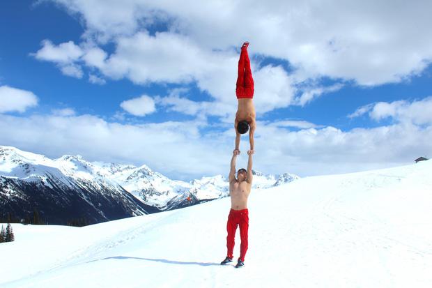 Anh em Quốc Cơ - Quốc Nghiệp diễn xiếc trên núi tuyết Canada, quyết tâm chinh phục cái lạnh -10 độ C - Ảnh 5.