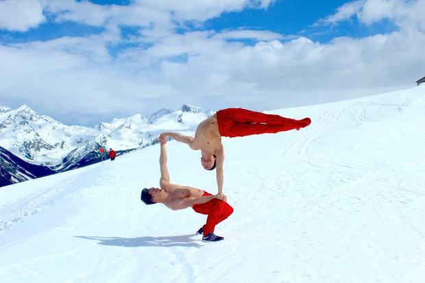 Anh em Quốc Cơ - Quốc Nghiệp diễn xiếc trên núi tuyết Canada, quyết tâm chinh phục cái lạnh -10 độ C - Ảnh 4.