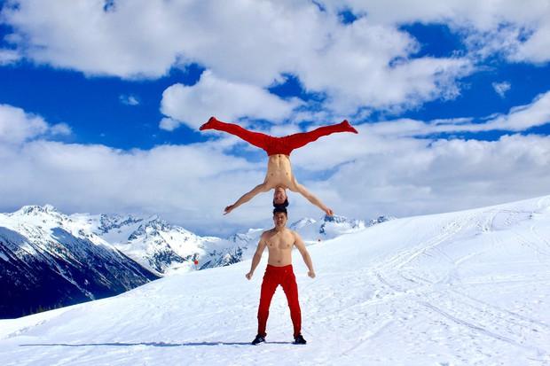 Anh em Quốc Cơ - Quốc Nghiệp diễn xiếc trên núi tuyết Canada, quyết tâm chinh phục cái lạnh -10 độ C - Ảnh 3.