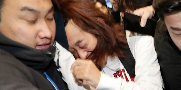 Tin nổi không: Ảnh Jung Joon Young méo mặt giữa biển phóng viên vì bê bối tình dục... đạt giải thưởng - Ảnh 1.