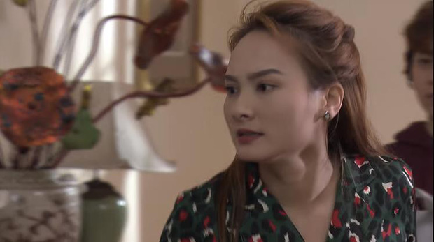 Trước cảnh chị 3 bị bố đánh, Ánh Dương đứng... cười trong Về Nhà Đi Con khiến khán giả tranh cãi - Ảnh 1.