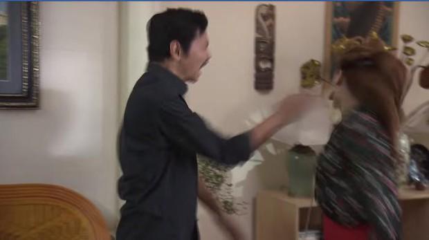 Trước cảnh chị 3 bị bố đánh, Ánh Dương đứng... cười trong Về Nhà Đi Con khiến khán giả tranh cãi - Ảnh 2.