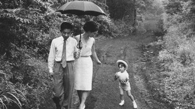 Ảnh: Chuyện tình vượt thời gian đáng ngưỡng mộ của Nhật hoàng Akihito - Ảnh 14.