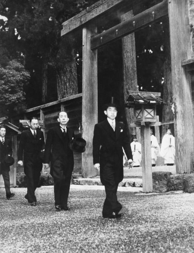 Ảnh: Chuyện tình vượt thời gian đáng ngưỡng mộ của Nhật hoàng Akihito - Ảnh 4.