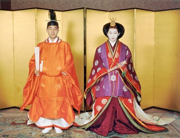 Ảnh: Chuyện tình vượt thời gian đáng ngưỡng mộ của Nhật hoàng Akihito - Ảnh 6.