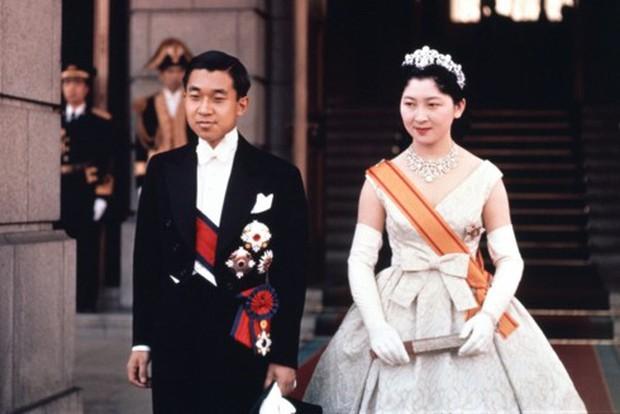 Ảnh: Chuyện tình vượt thời gian đáng ngưỡng mộ của Nhật hoàng Akihito - Ảnh 8.