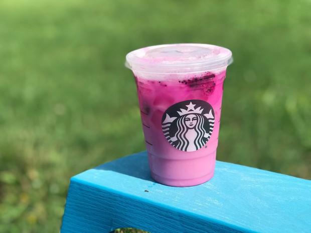 Starbucks ra mắt đồ uống mới màu hồng siêu bánh bèo, kết hợp những trái cây được rất nhiều người thích - Ảnh 3.