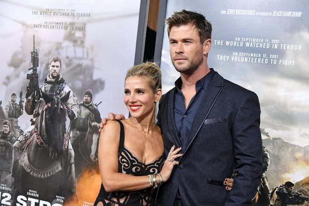 Cặp anh em đắt giá nhất thế giới Chris - Liam Hemsworth: Đẹp như thần, anh cưới cô đào hơn 7 tuổi, em lấy vợ quá bá đạo - Ảnh 8.