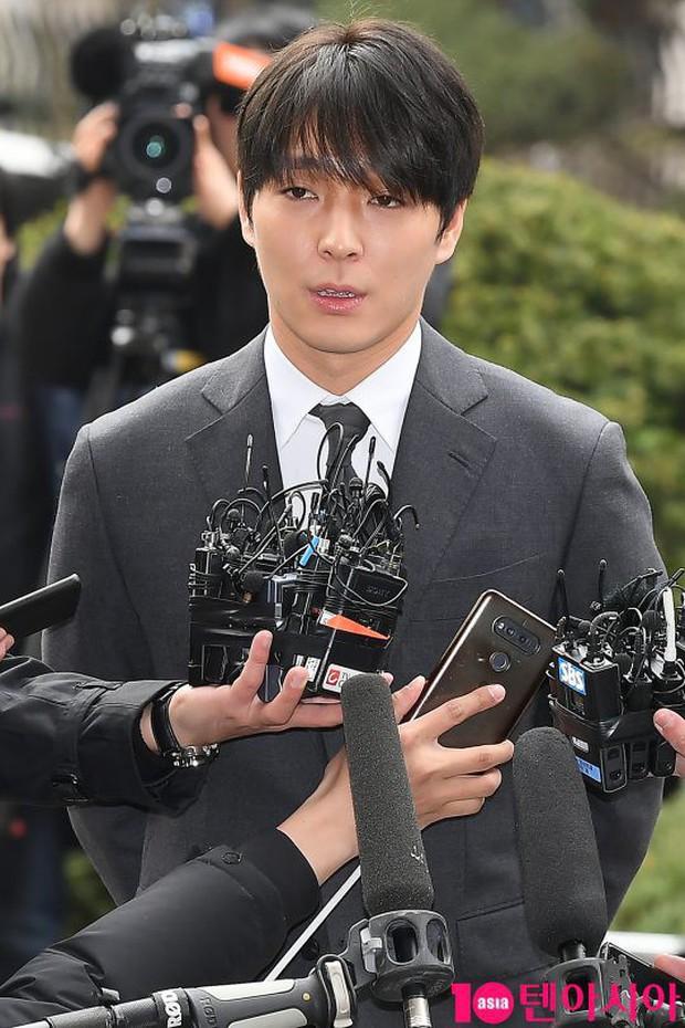 1 thành viên chatroom của Jung Joon Young thay đổi cả thế cục: Đứng lên kể chi tiết vụ bê bối mặc bạn thân chối tội - Ảnh 3.