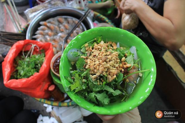 Để ý mới thấy, ở Hà Nội có mấy món bánh nhân tôm đỏ au cực hấp dẫn - Ảnh 1.