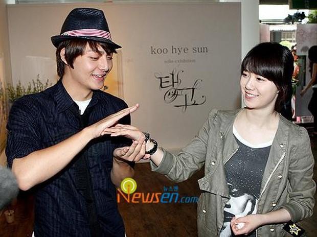 Hình ảnh gây bão hôm nay: Tài tử Vườn sao băng và Goo Hye Sun tái hợp sau 10 năm, loạt diễn viên vào bình luận - Ảnh 5.