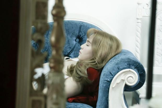 Ăn nhanh ngủ vội, nhập viện vì kiệt sức: Góc tối sau ánh hào quang, cuộc sống sang chảnh của nghệ sĩ Vbiz - Ảnh 6.