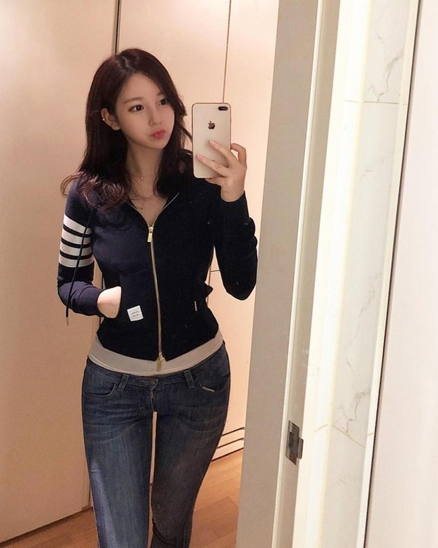 Nữ hoạ sĩ Webtoon 5,1 triệu lượt thích ở Hàn lần đầu lộ diện, body nóng bỏng của cô lấn át tất cả - Ảnh 6.