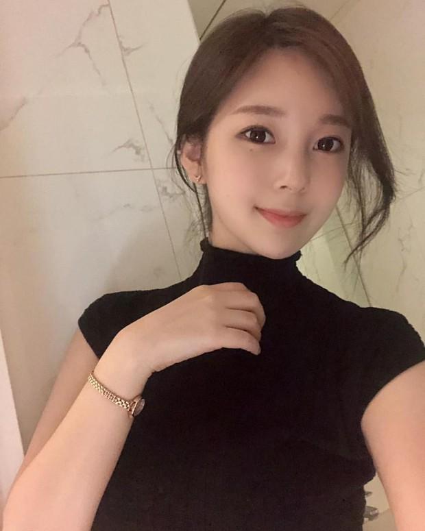 Nữ hoạ sĩ Webtoon 5,1 triệu lượt thích ở Hàn lần đầu lộ diện, body nóng bỏng của cô lấn át tất cả - Ảnh 4.