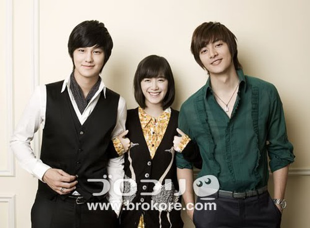 Hình ảnh gây bão hôm nay: Tài tử Vườn sao băng và Goo Hye Sun tái hợp sau 10 năm, loạt diễn viên vào bình luận - Ảnh 4.