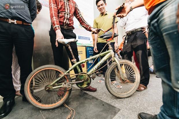 103 triệu đồng cho đôi dép khét lẹt và chiếc xe đạp vượt 103 km của cậu bé Sơn La: Sự tử tế của những người xa lạ - Ảnh 2.