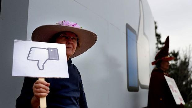 Facebook lại để lộ hàng trăm triệu bản thông tin người dùng, công khai tự do tải về trên Amazon - Ảnh 1.