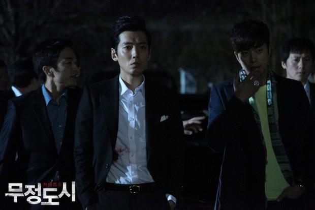 6 phim Hàn giúp bạn hiểu thế nào là dân anh chị gốc: Số 4 còn biết lợi dụng thế giới ngầm để làm thầy cãi - Ảnh 17.