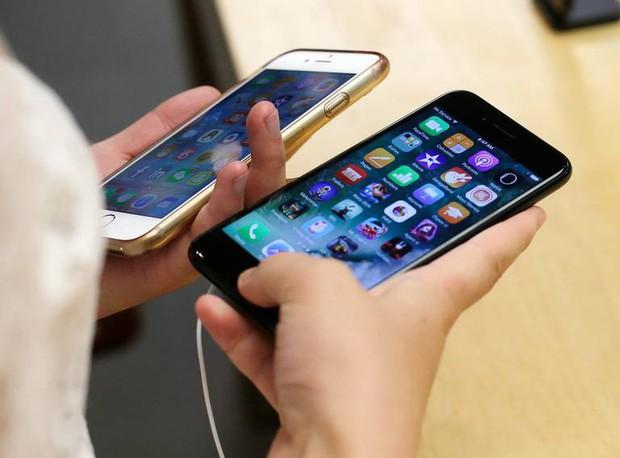 Đôi bạn cùng tiến lừa Apple gần triệu đô dễ như bỡn nhờ hàng nghìn chiếc iPhone đổi fake lấy mới - Ảnh 1.