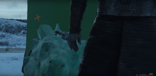 Cạn lời với hậu trường Game of Thrones: Hóa ra chú rồng uy dũng trên phim cũng chỉ là... thú nhún - Ảnh 12.