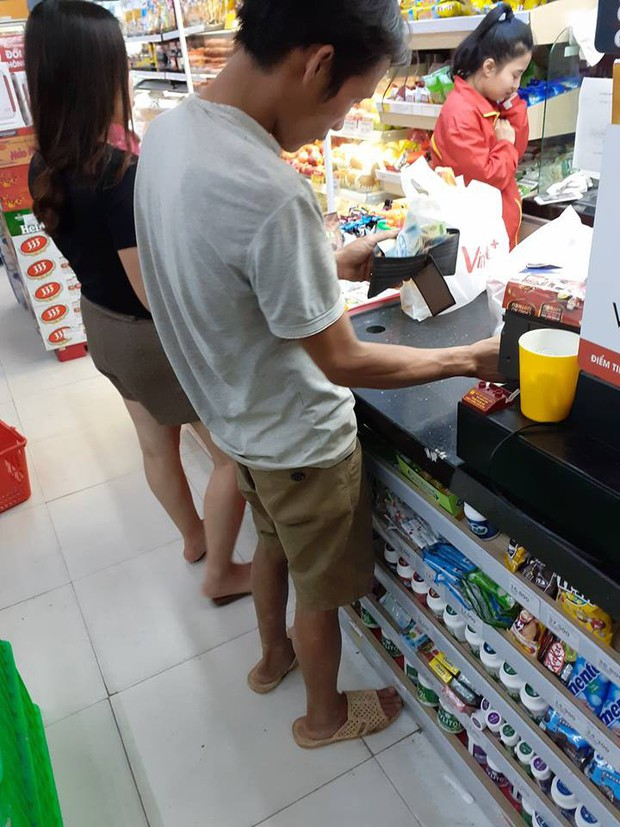 Cuộc gặp gỡ tình cờ trong siêu thị và câu chuyện đầy cảm động về tình vợ chồng của người đàn ông không biết chữ - Ảnh 1.