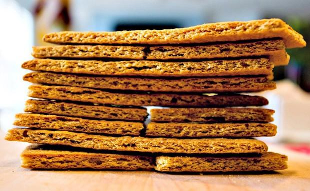 Smores: món bánh lạ lùng có tên thêm miếng nữa được sinh ra từ lửa trại của người Mỹ - Ảnh 6.