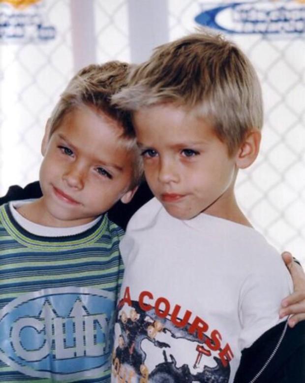 Cậu nhóc Zack và Cody Cole Sprouse sau 14 năm: Hành trình lột xác khó khăn, kỳ tích giữa dàn sao nhí Disney sa ngã - Ảnh 1.