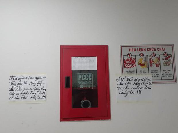 Sau vụ nguyên Viện phó VKS sàm sỡ bé gái, hàng loạt chung cư ở TP.HCM dán cảnh báo, nhắc nhau bảo vệ con - Ảnh 1.