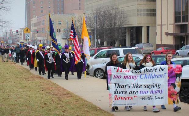 Dự luật gây sốc: Một lần phá thai có thể phải ngồi tù đến 99 năm tại bang Alabama, Mỹ - Ảnh 2.