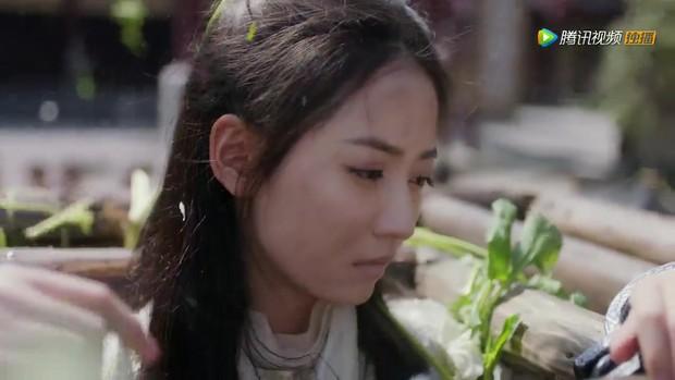 Thảm như Triệu Mẫn bản 2019, phim 50 tập mà mãi tới tập 46 mới được giải oan; bị chém đầu mà bạn trai - Trương Vô Kỵ không hề hay biết - Ảnh 7.