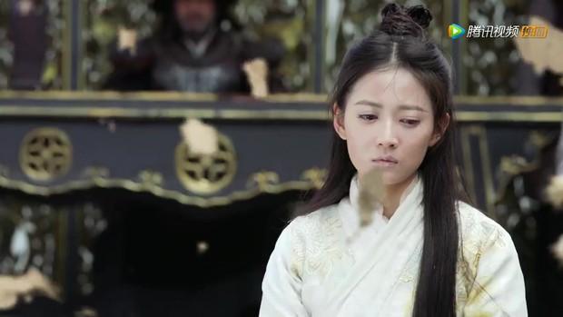 Thảm như Triệu Mẫn bản 2019, phim 50 tập mà mãi tới tập 46 mới được giải oan; bị chém đầu mà bạn trai - Trương Vô Kỵ không hề hay biết - Ảnh 8.