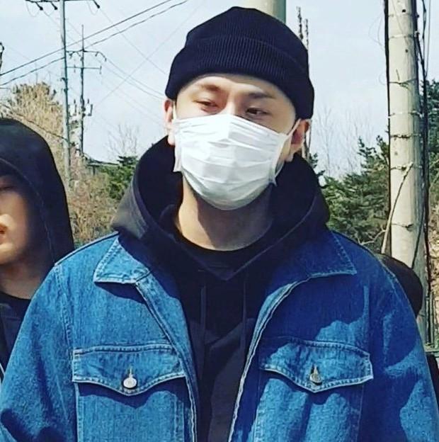 Lần đầu xuất hiện sau scandal dính dáng đến groupchat Jung Joon Young, cựu thành viên Highlight lộ ảnh tươi cười ngày nhập ngũ - Ảnh 5.