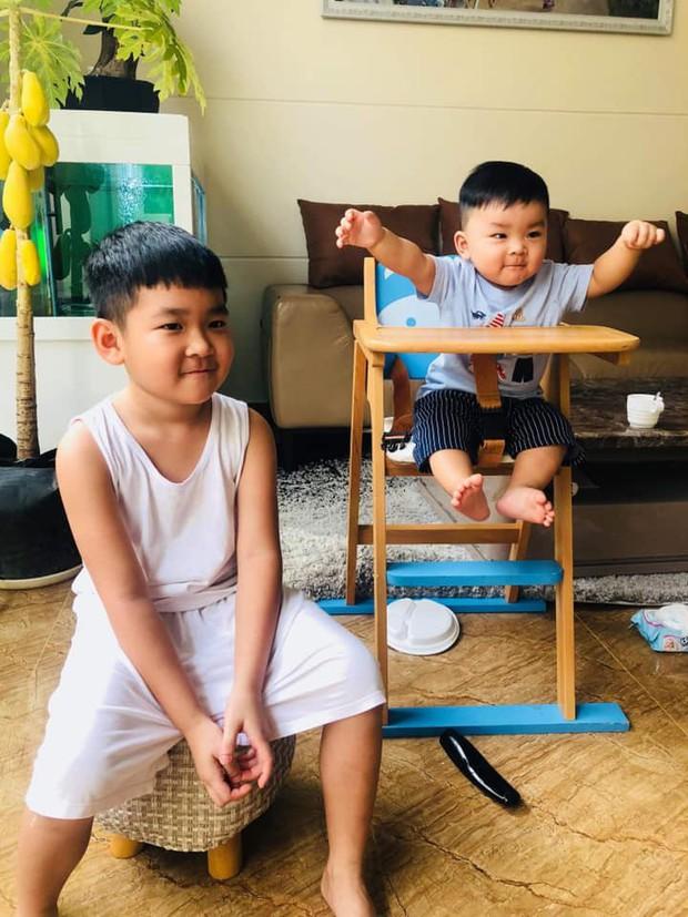 Hải Băng thích thú khoe ảnh con trai và con riêng của Thành Đạt giống nhau như hai giọt nước - Ảnh 1.