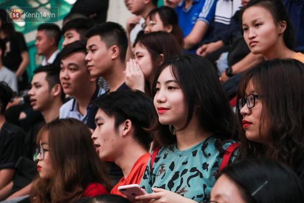 Nam sinh, nữ sinh hàng loạt Đại học lớn ở Hà Nội thi nhau đọ sắc: Trường nào nhiều trai xinh gái đẹp nhất? - Ảnh 6.