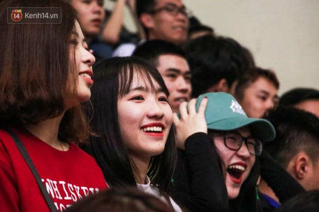 Nam sinh, nữ sinh hàng loạt Đại học lớn ở Hà Nội thi nhau đọ sắc: Trường nào nhiều trai xinh gái đẹp nhất? - Ảnh 11.