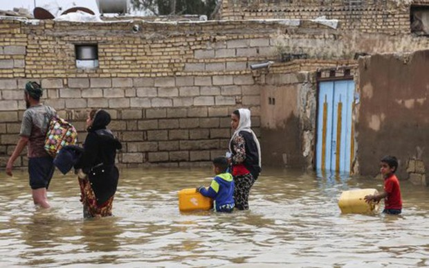 70 người chết vì lũ lụt, Iran tìm cách thoát lũ ra biển - Ảnh 1.